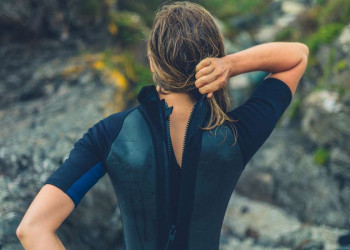 What To Wear Underneath A Wetsuit Featured Image