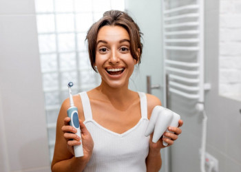How To Brush With An Electric Toothbrush featured image